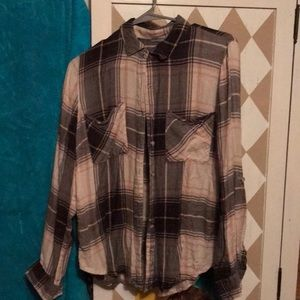 Flannel button down long sleeved shirt plaid.